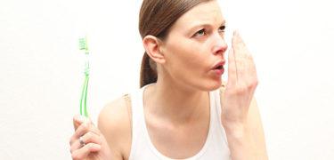 วิธีดับกลิ่นปาก ให้ลมหายใจสดชื่น